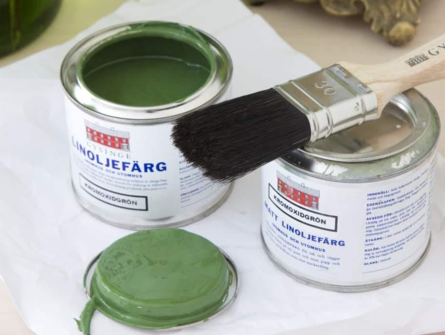 Med linoljefärg på möbler och snickerier blir ytan bara vackrare med åren. Köp färgen på postorder, från 75 kronor, Gysinge byggnadsvård.