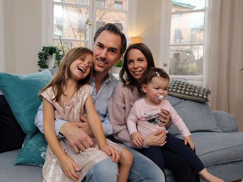 Anna och Martin Kullendorff tillsammans med barnen Liv, 5 år, och Ada, 15 månader.
