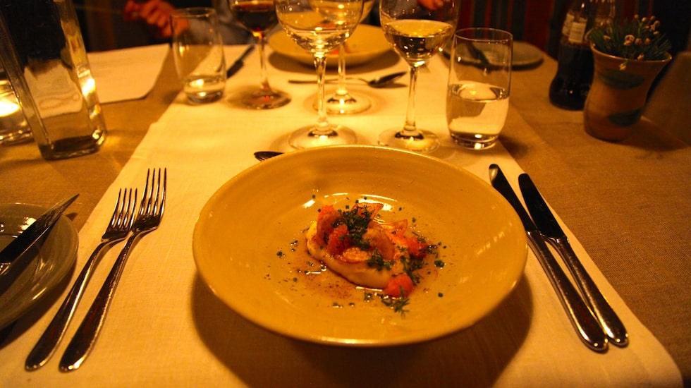 Varje kväll serveras en fast trerättersmeny på Fjällnäs.