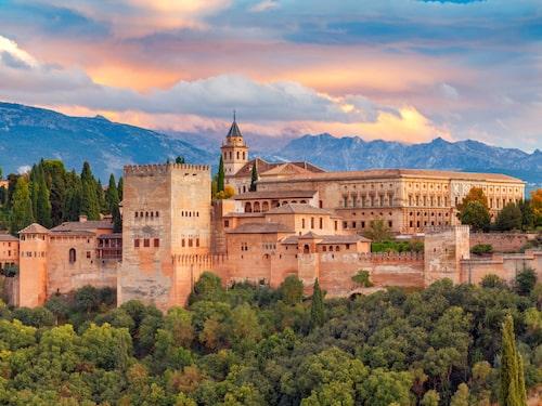 Alhambra i Granada är ett arkitektoniskt mästerverk.