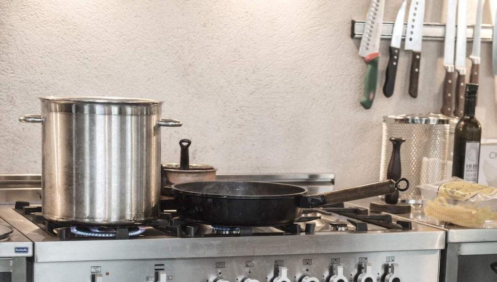 Den italienska spisen från Bertazzoni skulle Paolo inte vilja vara utan. Det blir bäst när man lagar mat på en bra gasspis, tycker Paolo.