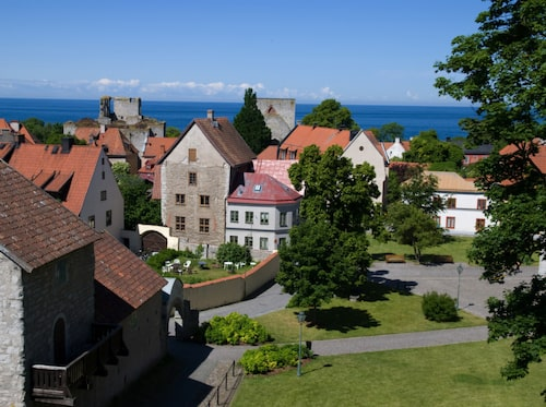 Visby är med på Unescos världsarvslista.