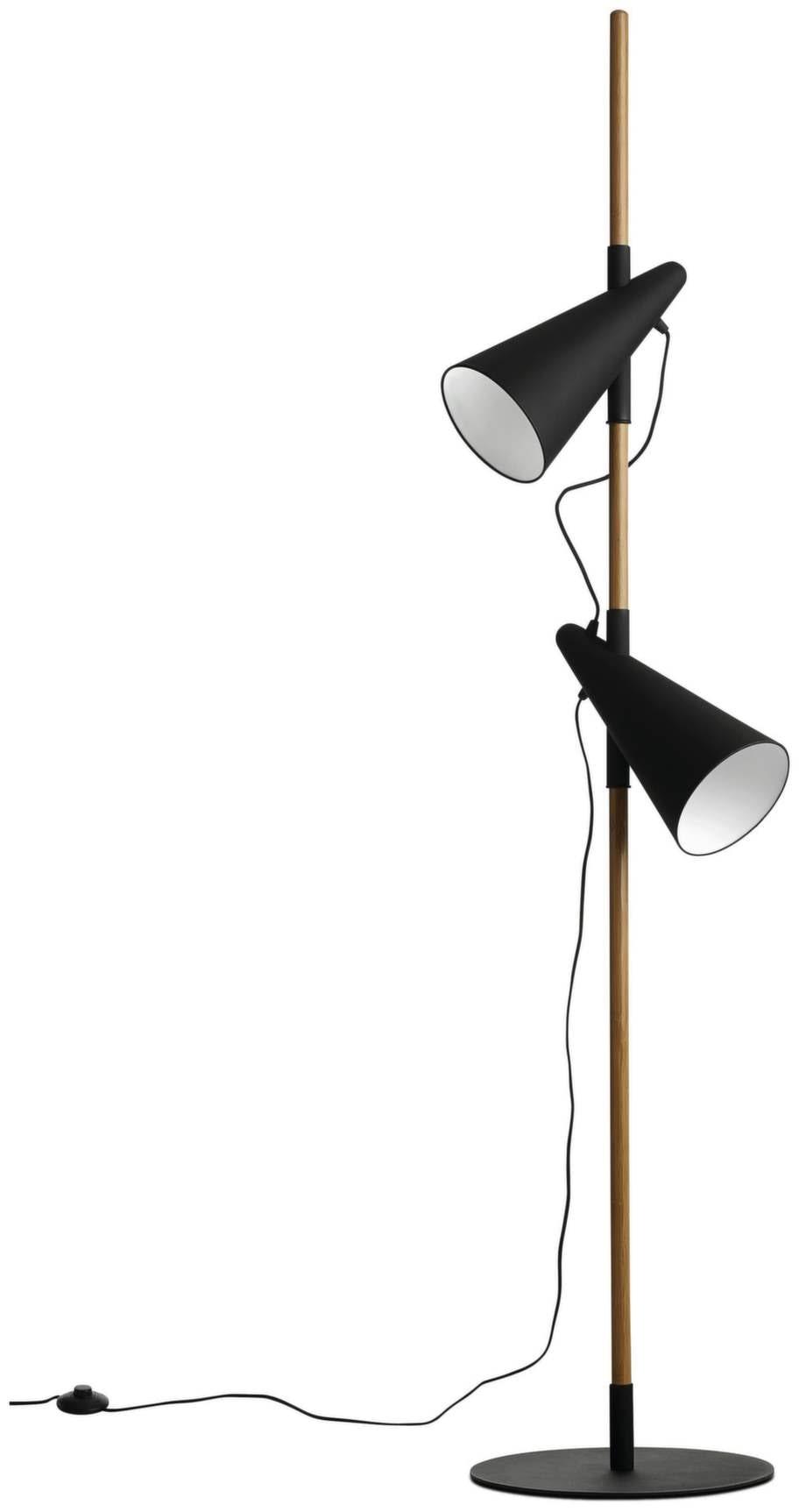 9 Golvlampa Cone, i ek med skärm och fot i svart metall, 173 centimeter hög, 4 295 kronor, Boconcept.