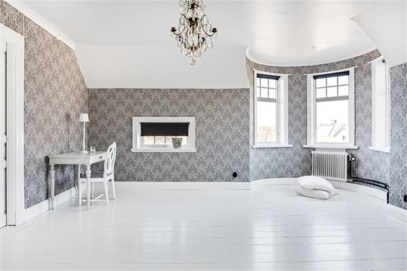 Tornrummet är renoverat 2017 med nya tapeter och snickerier samt ny el. Detta rum lämpar sig väl som allrum eller sovrum.