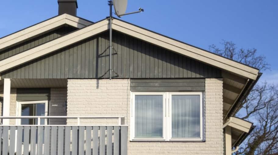 1980-TALSVILLAN. Ny teknik med värmeåtervinning och smartare ventilation gör husen energisnålare. Men nya gifter dyker upp i husen. OBS! Villan på bilden är exempel på hus från tiden - inte exempel på skadade hus!