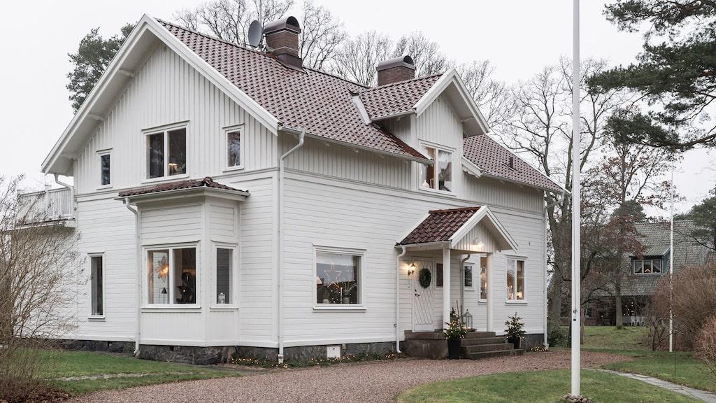 """Det gamla sekelskifteshuset är byggt 1895 och var Sofias drömhus när hon växte upp i Alingsås. För sju år sedan slog drömmen in. """"Det kändes verkligen som den bästa julklapp jag någonsin hade fått."""""""