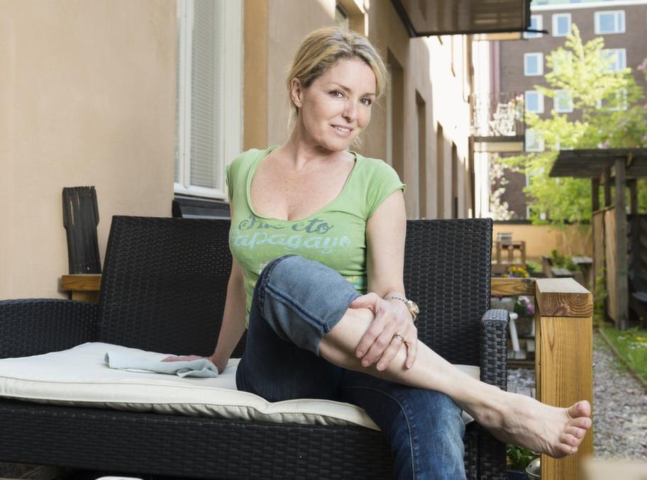 Värk i fötterna. Birgitta Goding slapp operera sin artros tack vare övningar och behandlingar.