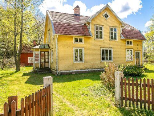 Den gula villan från 1923 innehöll en lanthandel en gång i tiden.