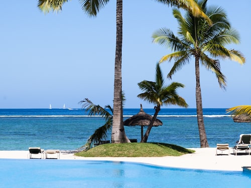 Romantiska stränder med ljus korallsand på Mauritius.