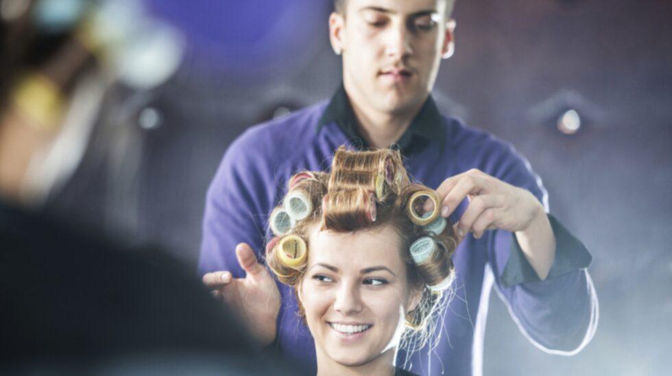 Hur ska man egentligen bete sig hos frisören? Är det okej att säga att man inte vill småsnacka under besöket.