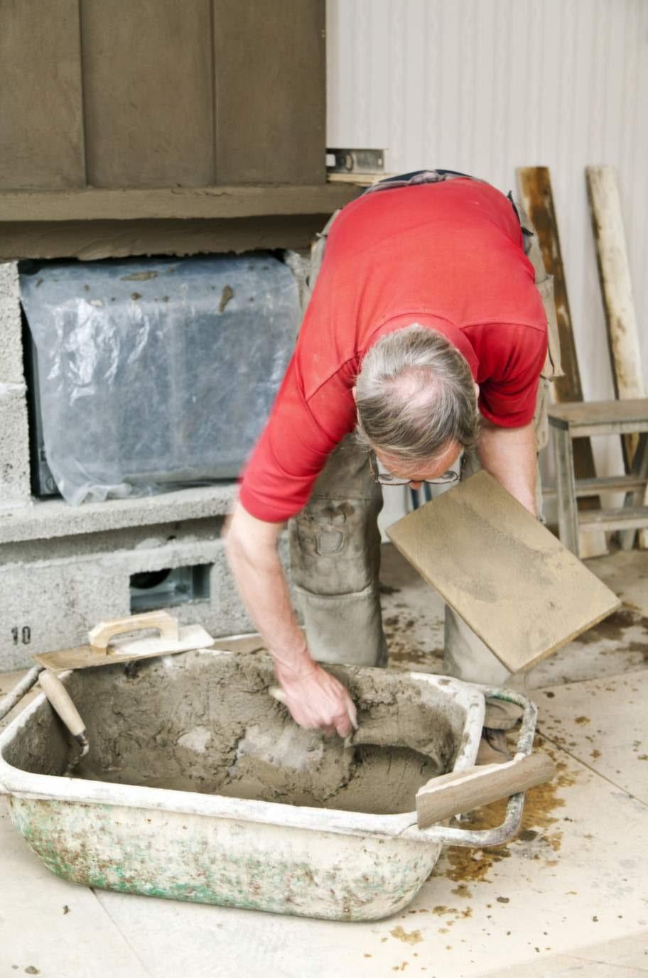 Blanda putsHär blandas det putsbruk för nu är det dags för lite  finlir. Hela murspisen ska putsas. Ytan ska bli slät och jämn. Använder  du färdigblandad mur- och putsbruk behöver bara vatten tillsättas.