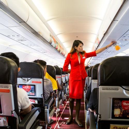 Flyger du långt är det bra att resa sig upp då och då.