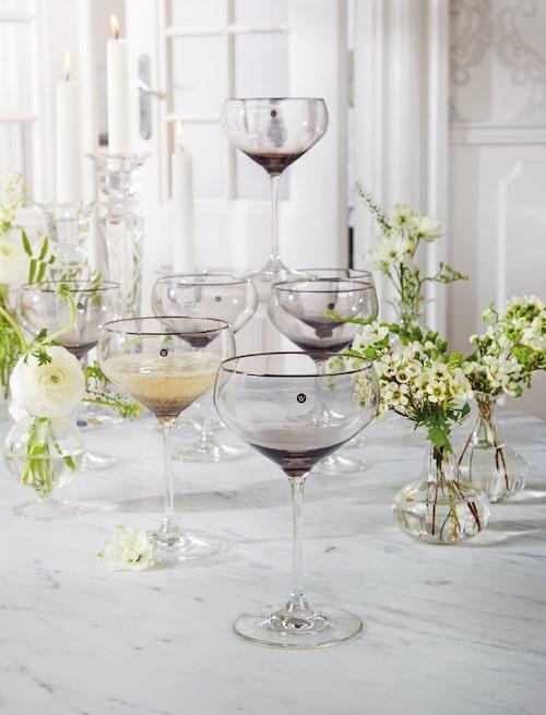 Vackra champagneglas desigande av Lars Wallin.