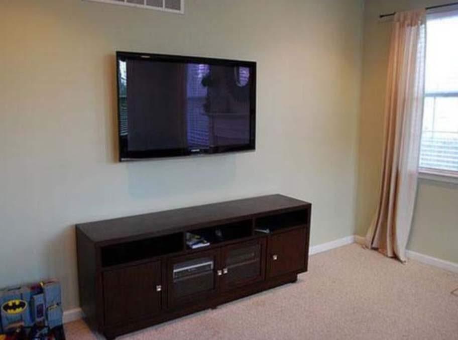 Häng en tavla över platt-tv när den inte används.