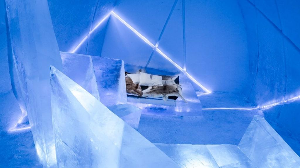 Bröderna Antonio Camara och Juan Carlos Camara har skapat ett rum som ska ge känslan av att vara i en iskub som brister.