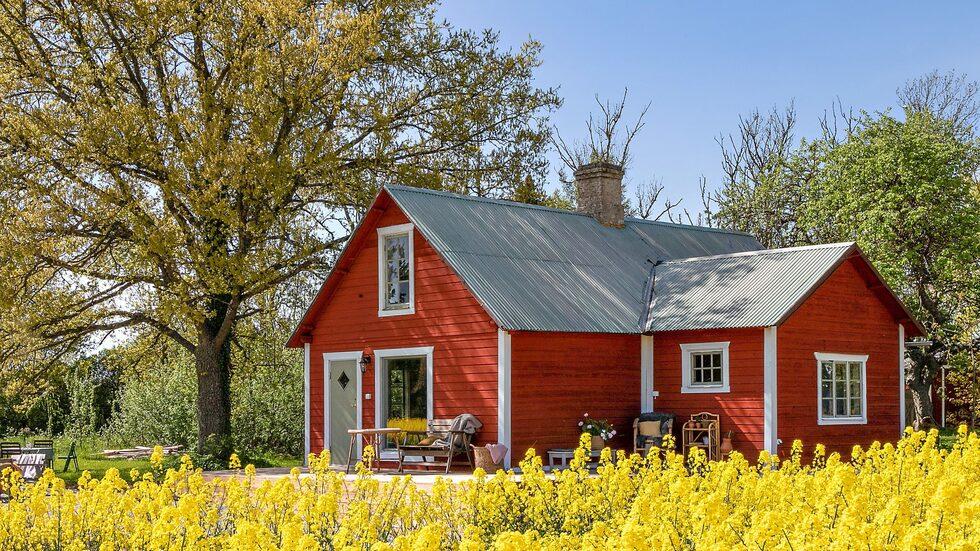 Det lilla torpet i Lokrume på Gotland är till salu.