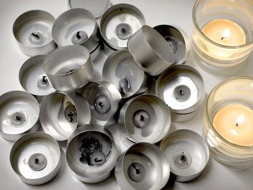 Vekhållaren på ljushållaren i aluminium måste tas bort för att aluminiumet ska kunna återvinnas.