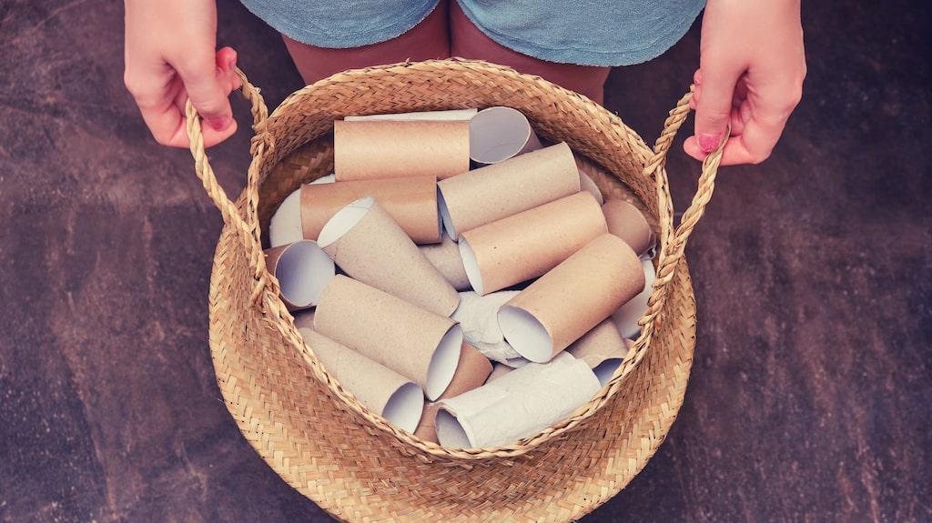 Spara dina tomma toarullar i stället för att lägga dem i pappersåtervinningen. De passar perfekt för att få till snygga veck på dina gardiner.