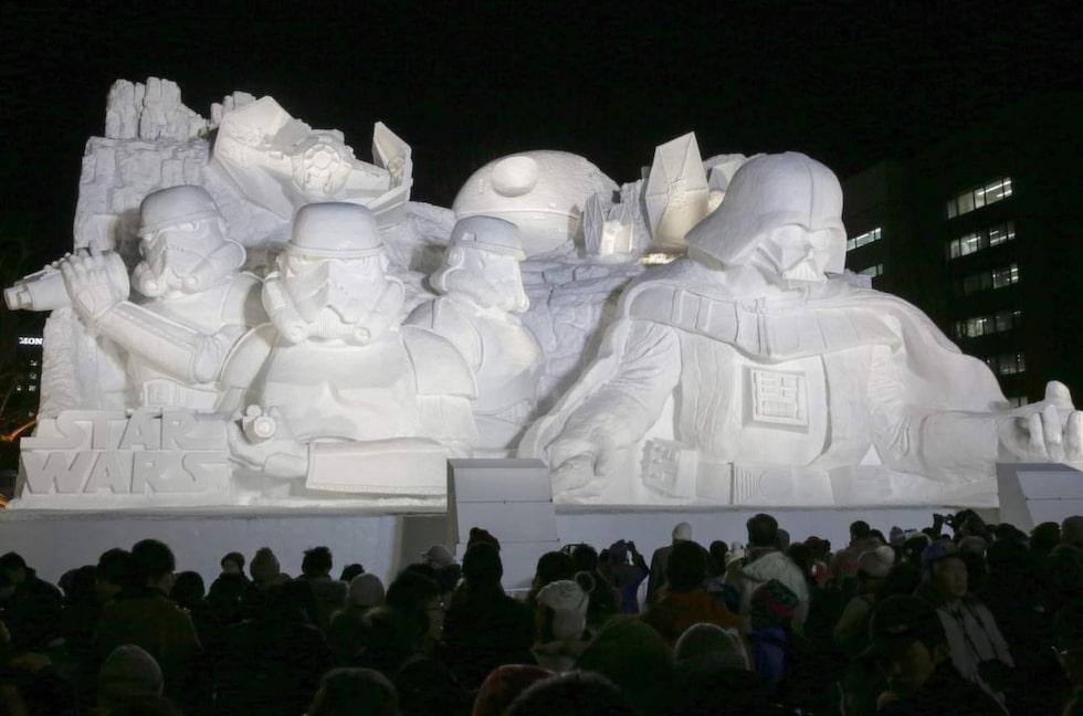 """Här är årets mest omtalade skulptur: Darth Wader och hans stormtroopers i """"Star Wars""""."""