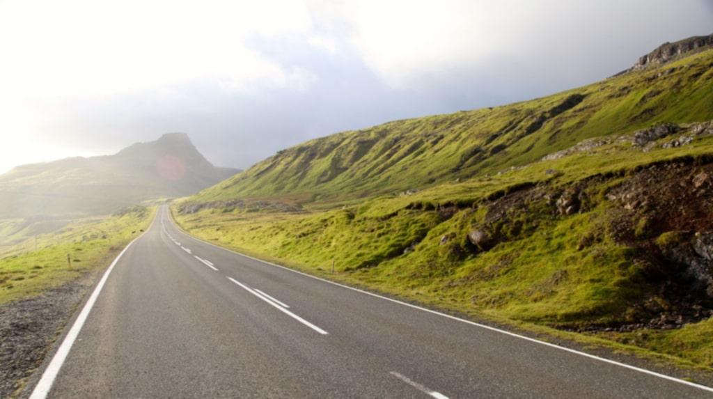 <p>Vägnätet är väl utbyggt på Färöarna.</p>