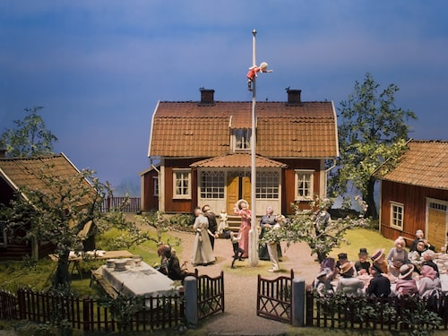 På Junibacken kan du ta sagotåget till Astrid Lindgrens olika sagomiljöer.