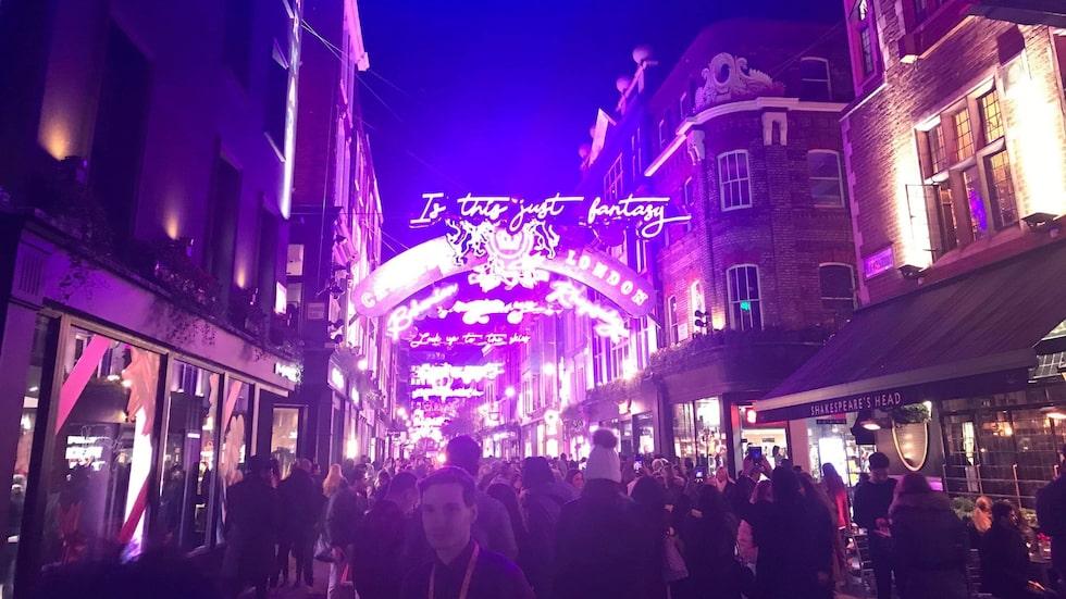 Carnaby Street smygstartade julbelysningen redan 21 oktober.