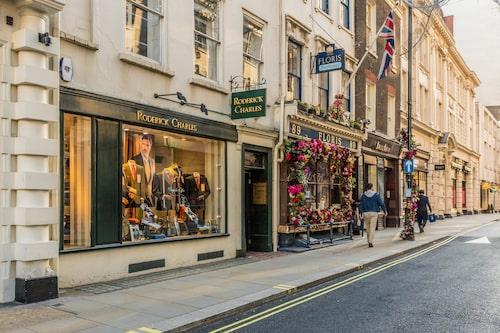 Missa inte Jermyn Street precis runt hörnet från Piccadilly Circus. Här ligger Floris, Londons mest kända parfymbutik.