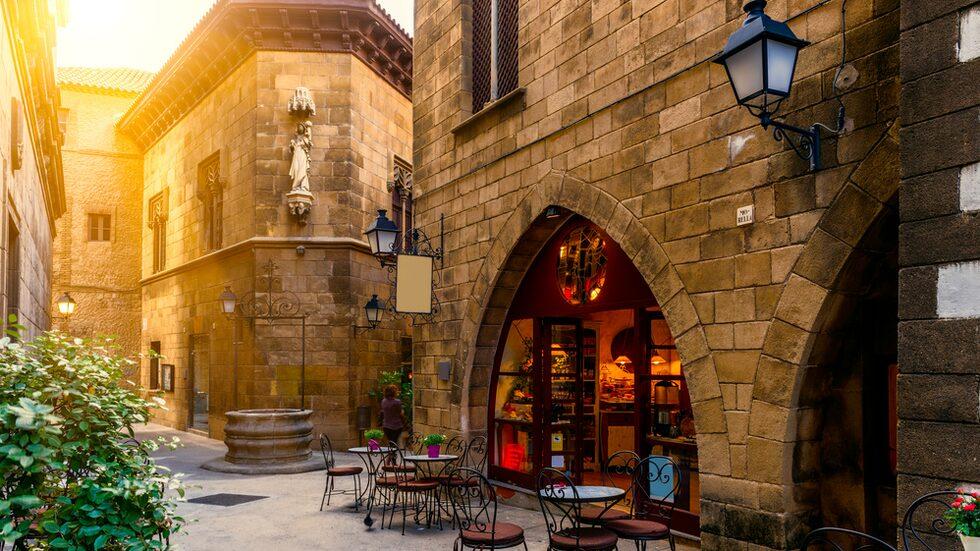 I Barcelonas gränder finns många mysiga barer och restauranger.