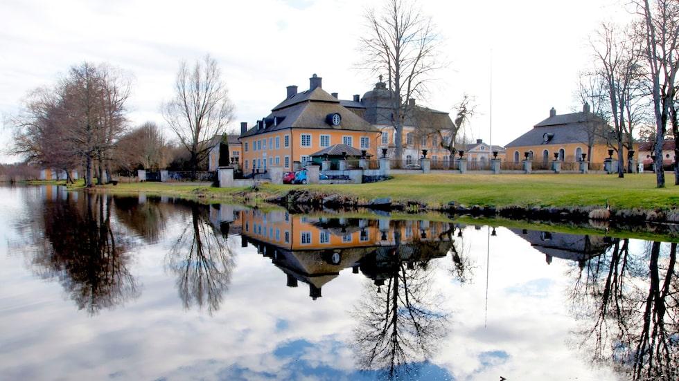 På Österbybruk herrgård  ordnas en spökvandring bland herrgårdens salar och djupa källarvalv.
