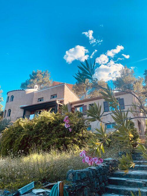 Huset på 150 kvadratmeter ligger utanför Draguignan i södra Frankrike.