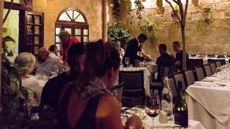 Restaurang Mdina, dit malteserna själva gärna tar sig för att fira.