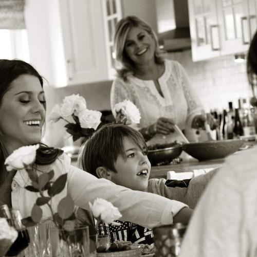 Pernilla lagar ofta mat tillsammas med barnen Oliver, Bianca, Benjamin och Theo.