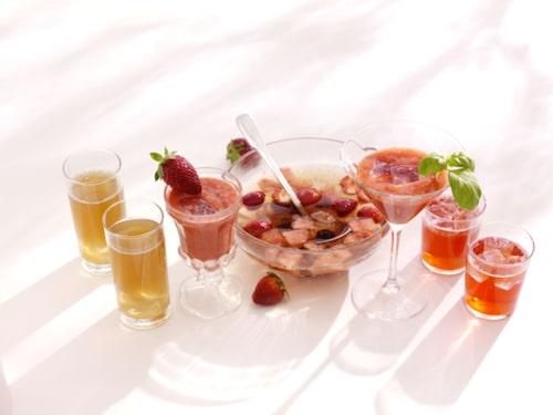 Vanligt vatten blir lite godare om du smaksätter med bär, frukt och kryddor.