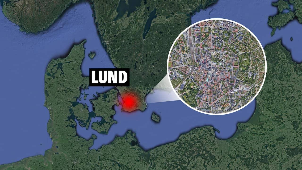 Tre bilar har krockat i Lund – väg avstängd