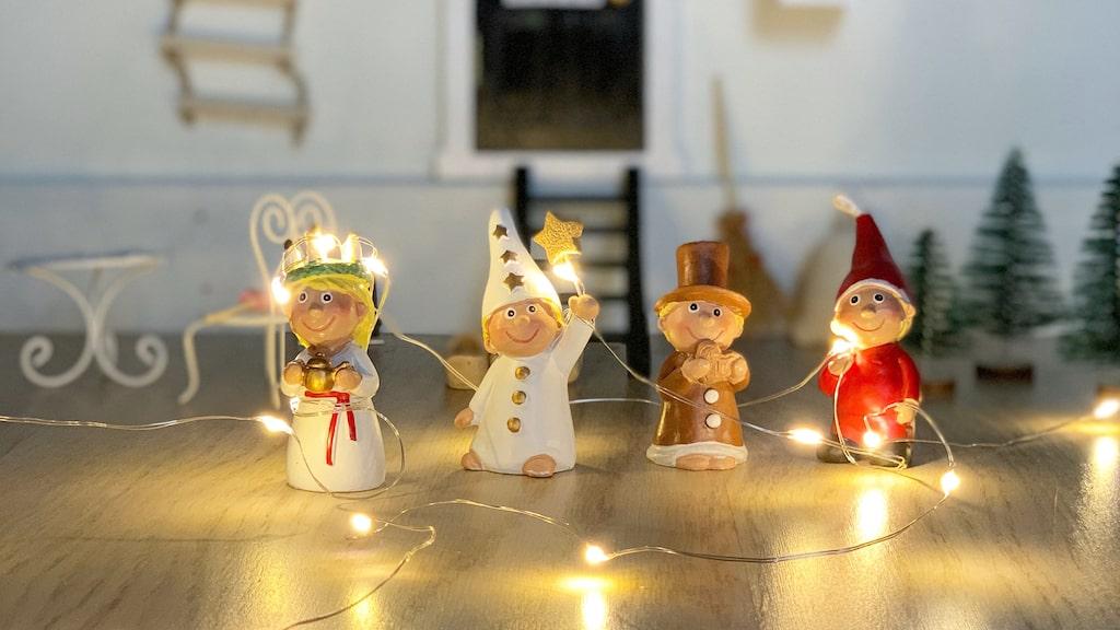 Nissedörrarna fungerar som en julkalender, där nissen kan ge små presenter, skriva brev eller göra bus.