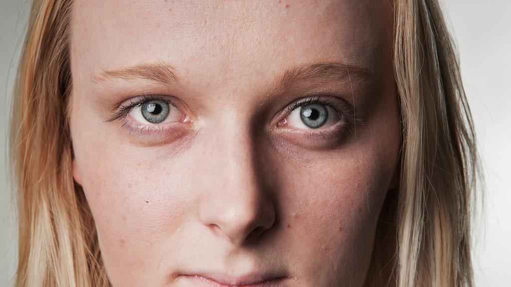 Blekhet: Hela kroppen blir blek eftersom kroppen skickar ut mindre blod. I pannan är det vanligt att upptäcka att man är blek.