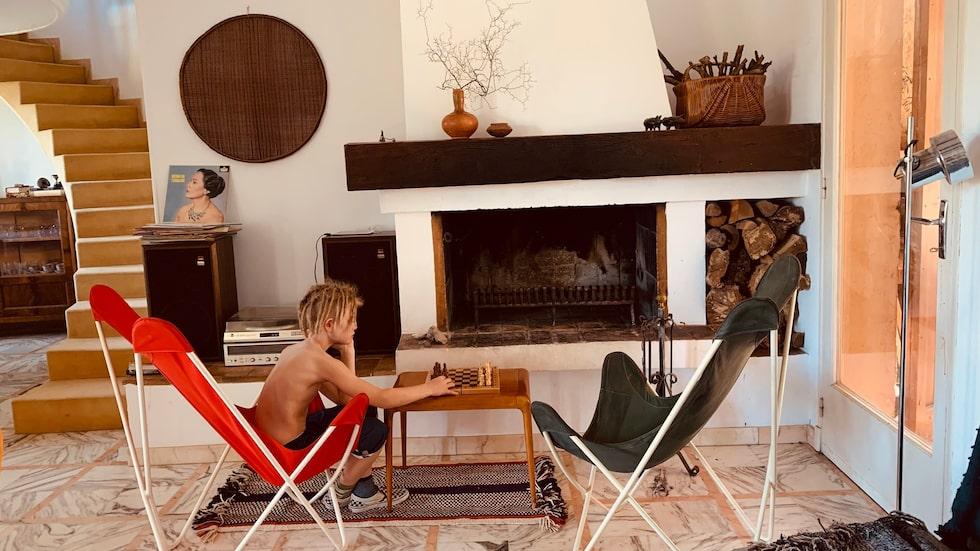 Tanken var att familjen skulle göra ett år i Provence, men det är för kort om franskan ska sätta sig hos barnen.