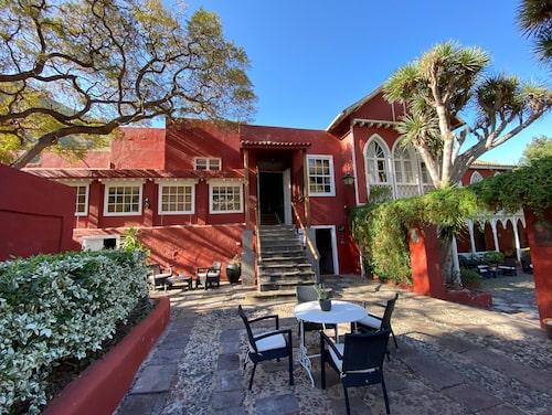 """För lokalbor hotellet känt som """"La Casa Roja"""" på grund av sin röda färg och uppfördes i slutet av 1800-talet."""