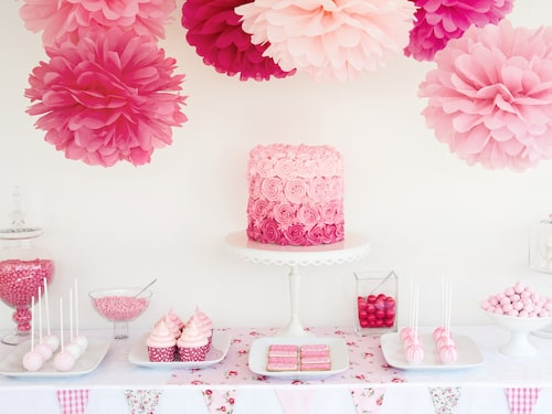 Bestäm gärna ett tema på babyshowern och låt både dekorationer och bakverk gå i temat, gärna också presentpapper och blöjtårta.