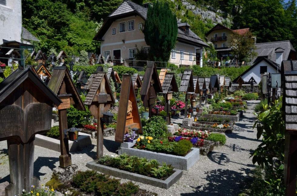 """<p>Katolische Pfarre Hallstatt, Hallstatt, Österrike. Foto: <a target=""""_blank"""" href=""""https://www.flickr.com/photos/chagiajose/18845144048/in/photolist-7TyKUY-7Tvu7R-7TyK7j-7TyKvf-7TvuLe-7Tvuez-7TyKAo-7TyKHs-7TvuBT-8PHu5-7TyHWG-7TvsKt-7TyJcG-7TvvTT-7TyJCd-7TyHz5-7TvvEB-7TyJn9-7Tvskp-7TyLao-7TyGNs-7TyAvm-7TvsA2-7Tvt7c-7TyL39-7Tvw1T-7TyLrw-7Tvoe2-7TyGG3-d6TtA9-d6Tuz9-d6Tv6A-d6Tu6C-d6Ts7S-d6TsBJ-8PHu6-uHhhLG-u425a2"""">Flickr/Cha già José</a></p>"""