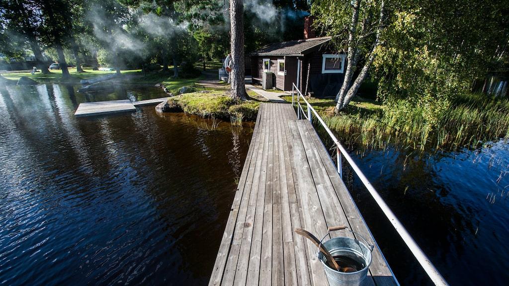 Det bästa på Hennickehammars herrgård i Värmland är den vedeldade bastustugan.