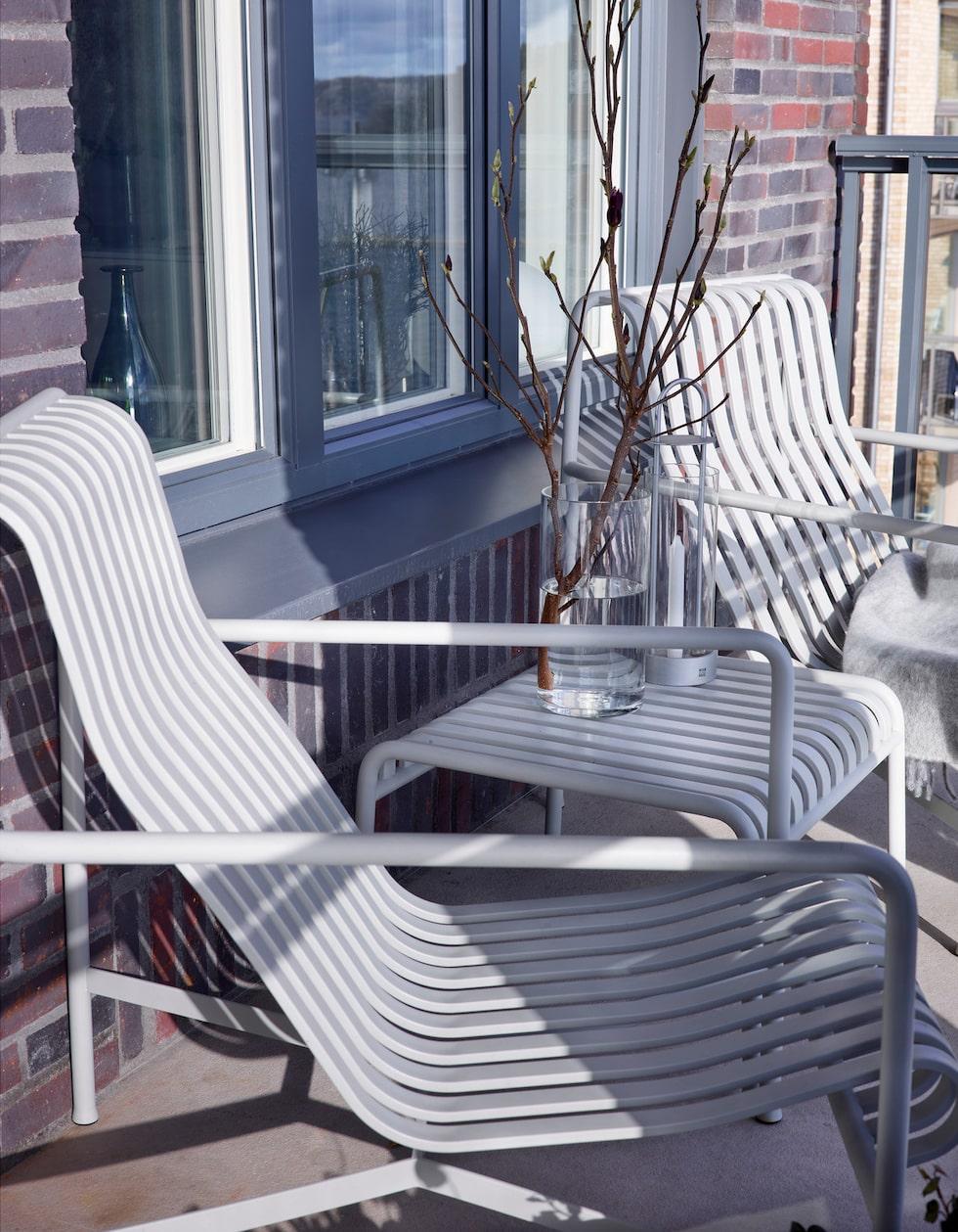 Fåtöljer Pallisade Lounge Chair och Palissade Ottoman, design Ronan & Erwan Bouroullec, Hay.