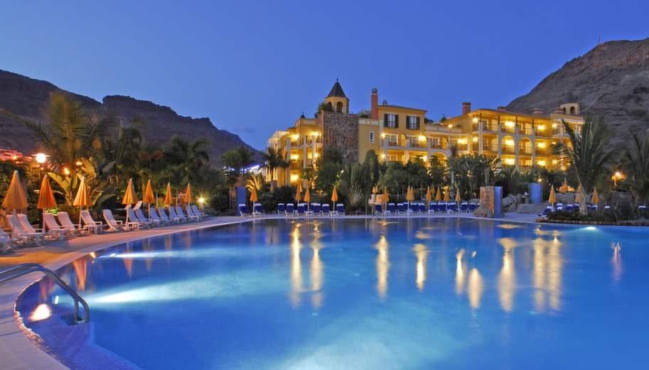 Bo i en by med fontäner. Hotel Cordial Mogán Playa. Puerto de Mogán.