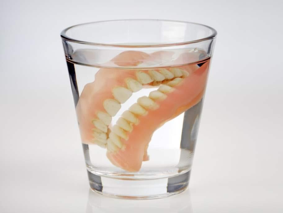 7. Försummad tandprotes