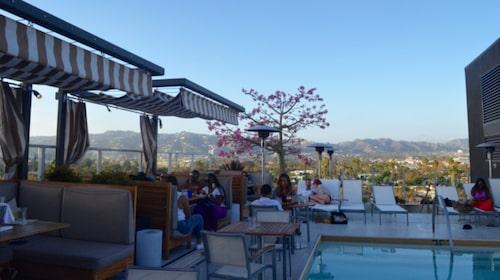 Det kostar inget att gå in på hotell Wilshire i Beverly Hills.