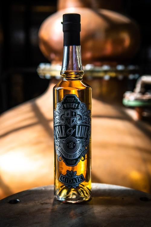 Gotlands Whisky i Roma producerar whisky av hög kvalitet i bästa skotska single-malt-stil med gotländska råvaror.