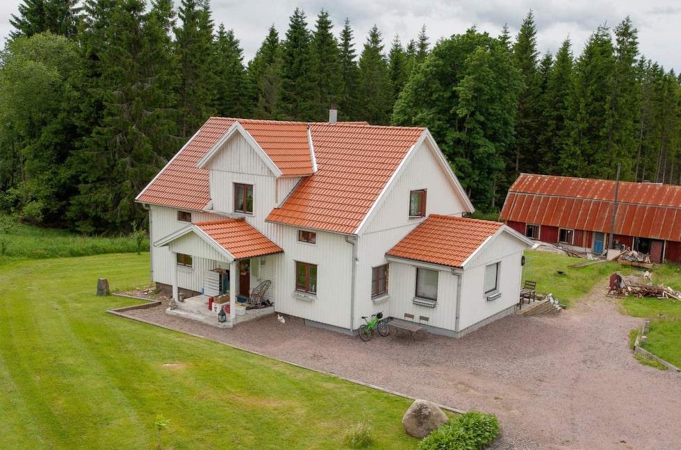 Här är Anders Krasses hus som han renoverat enbart av återbrukar material. Bläddra vidare för att se hur exteriören såg ut före renoveringen.