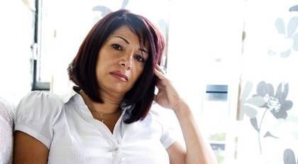 GÖTEBORG.  Zoudabeh Basiri, var på skönhetssalong för att ta bort hår på benen. I samband med ingreppet fick hon större skador på benen.