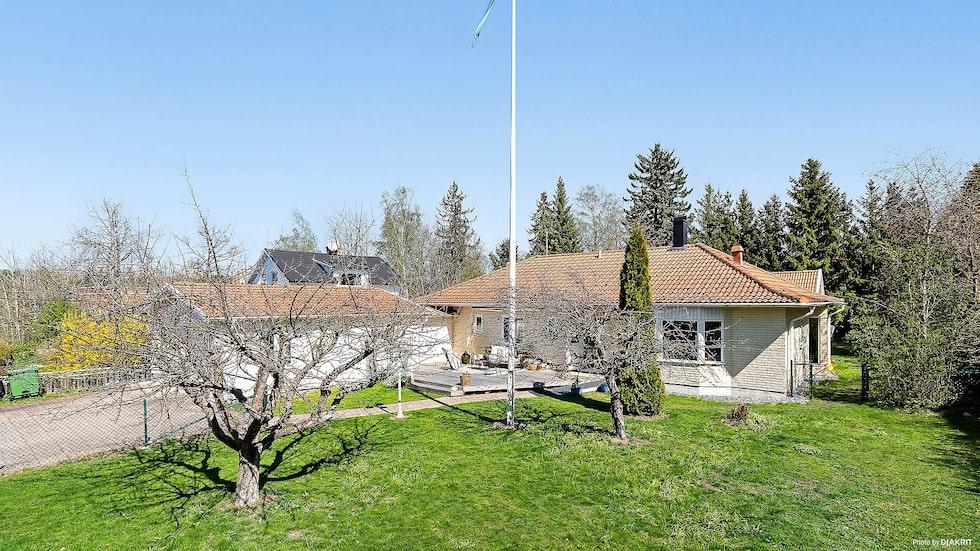 Aron Anderssons villa i Täby är till salu för 9 750 000 kronor.