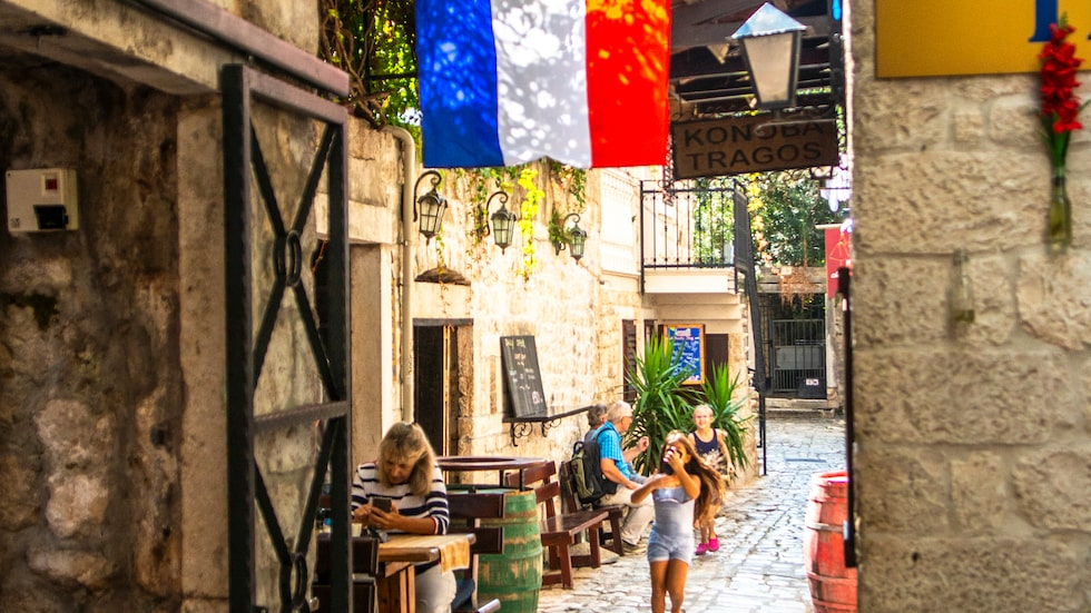 De vindlande smala gränderna i den gamla stadsdelen i Split gömmer mängder av mysiga kaféer, barer och restauranger.